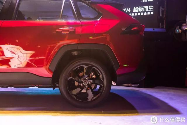 静态体验全新RAV4:用中大型车平台打造紧凑型SUV,CR-V会慌么