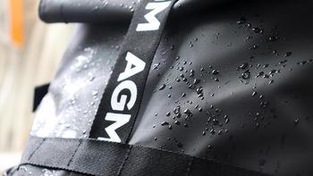 AGM黑盾防水双肩背包外观特写(布料|材质|卡扣|面料)