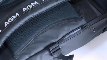 AGM黑盾防水双肩背包使用体验(防水 肩带 功能 容纳)