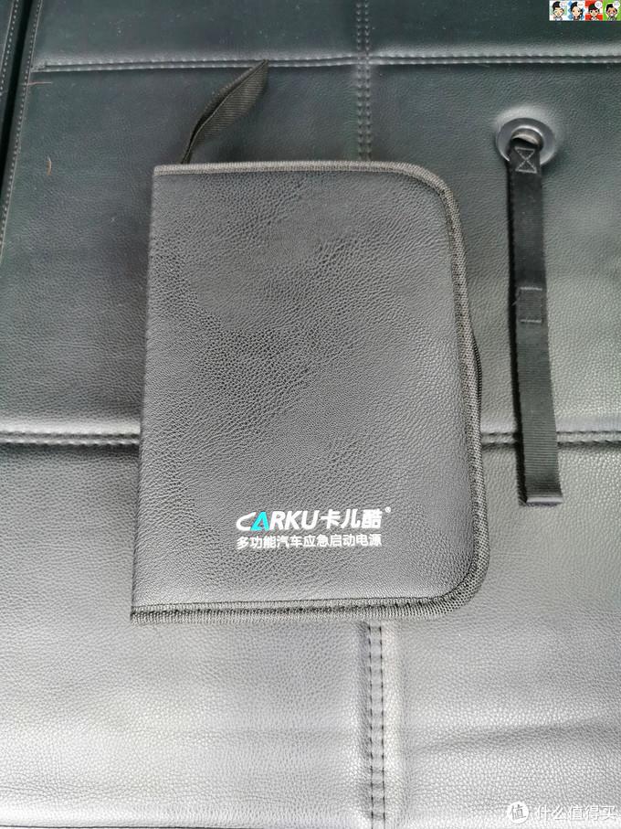 打开纸盒里面是一个皮包,老板款。