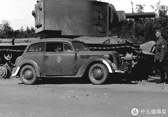 1936年推出的Opel Kadett(欧宝 士官生)初代乘用车,其本质是一台民用车,但在车辆不足的情况下也被军方大量使用,于1940年停产。战后此系列恢复生产,九十年代更名为Astra(雅特)