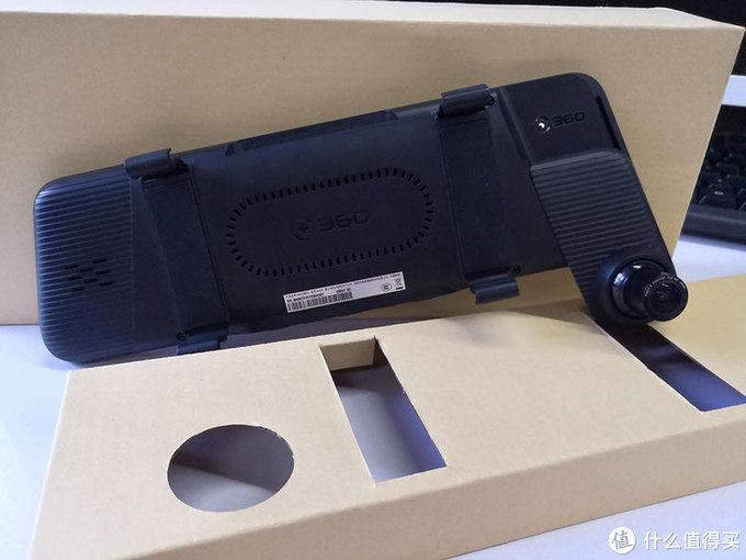 大叔的第一台流媒体后视镜记录仪评测