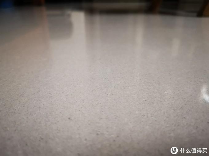 微晶石地面瓷砖,清理之后非常干净。