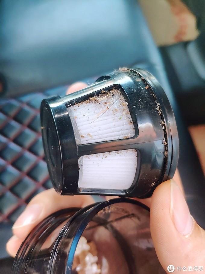 小巧便携,吸力强大,让车内环境一尘不染——EraClean 车载无线吸尘器