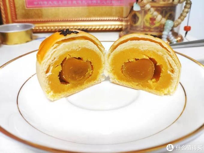味道不错,中间一颗咸蛋黄,比北京稻香村的好吃