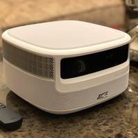 坚果J9智能投影仪细节展示(尺寸|摄像头|散热口|焦距调节环|接口)