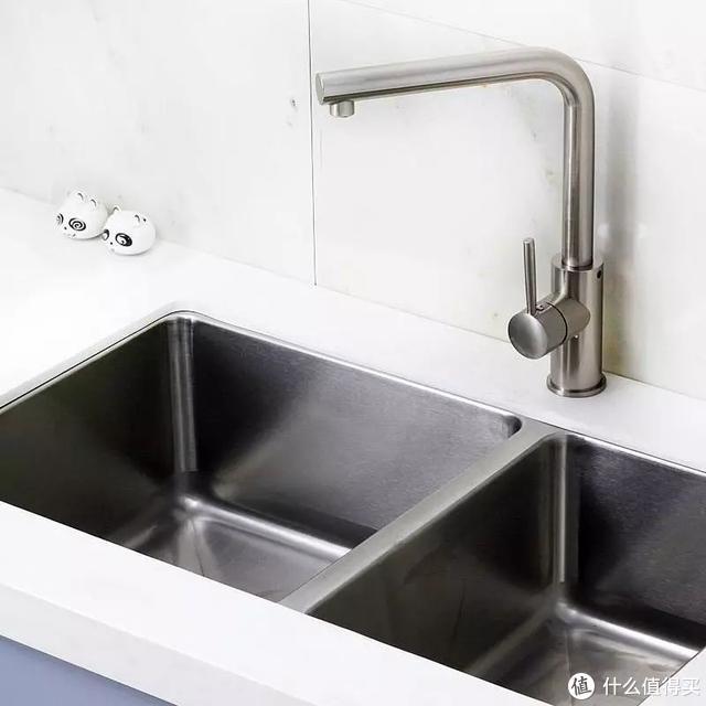 上图:拉丝表面的水槽