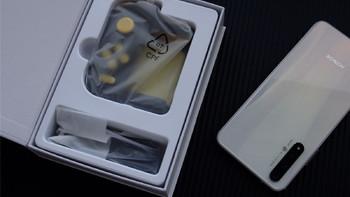 北通H1蓝牙版游戏手柄细节展示(方向键|摇杆|纹路|支架)