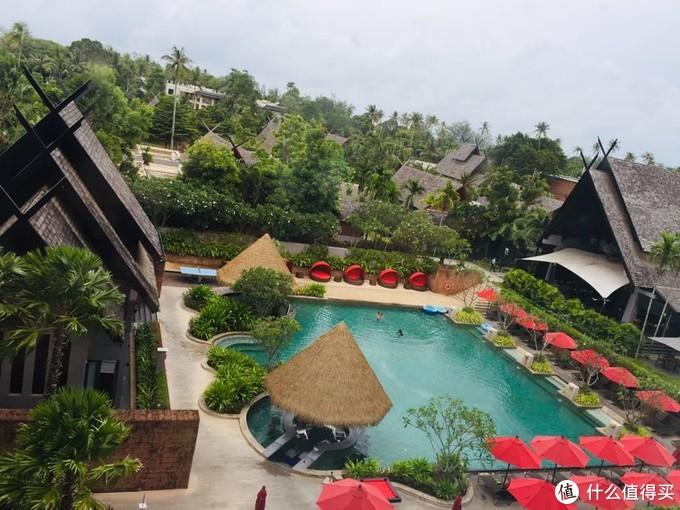 酒店配的泳池