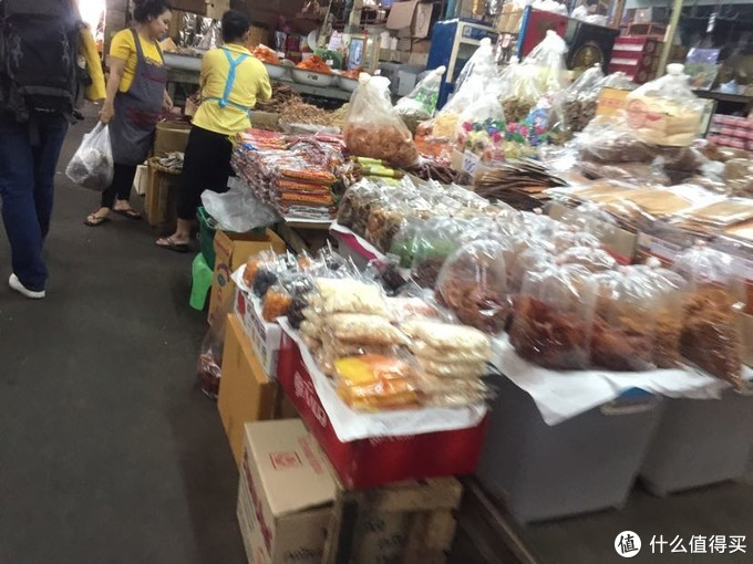 湄南河旁边的本地市场:各种食物和调味料之类,特色塑料袋封装,没有尝试的勇气,只是看看