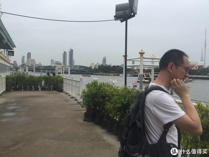 湄南河畔 可以坐船渡河、游河