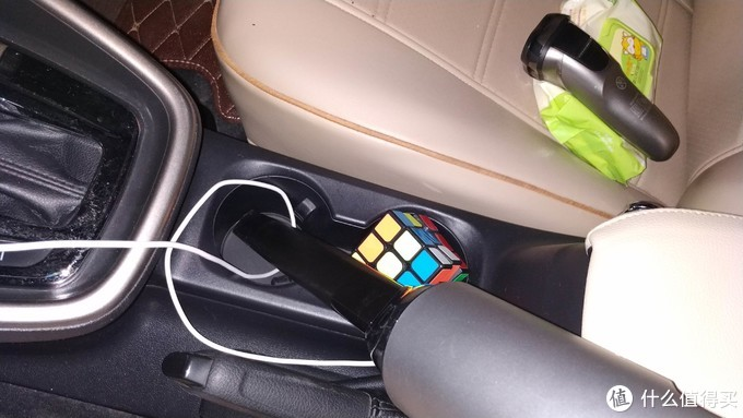 老司机告诉你,这款车载无线吸尘器很好用