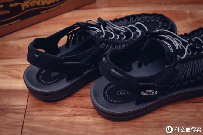 拿出我的三双凉鞋,以此来纪念即将过去的夏天