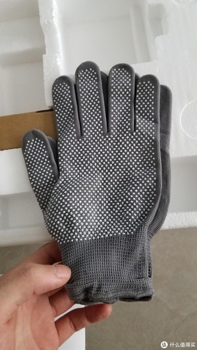 送的一双安装手套。