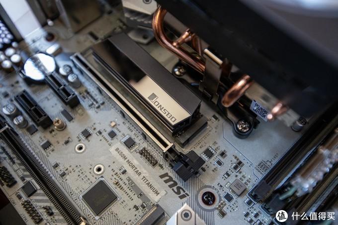 装上散热片的西数黑盘SN750 500G固态硬盘