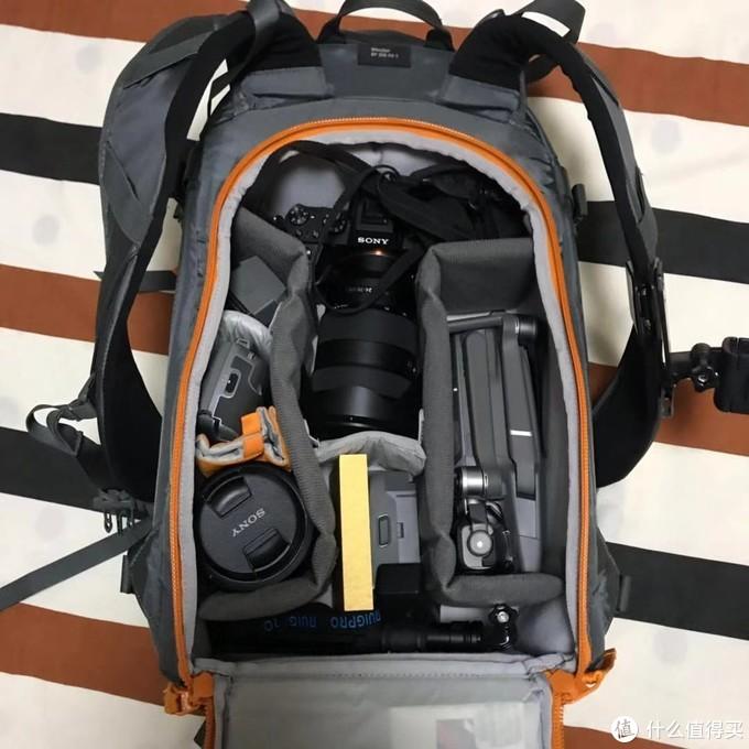 说说摄影包,相机是A7M2,镜头带了原厂24-70 f2.8GM和16-35F4,标变头主力,广角头主要用来拍星空和大景色。带了一个减光镜,但是没怎么用;带了无人机,DJI的御2pro,额外带了一块电池。三脚架是金钟的反折,录像设备还带了DJI的pocket以及pocket的一众配件,大疆真的是男生们的科技公司之一!