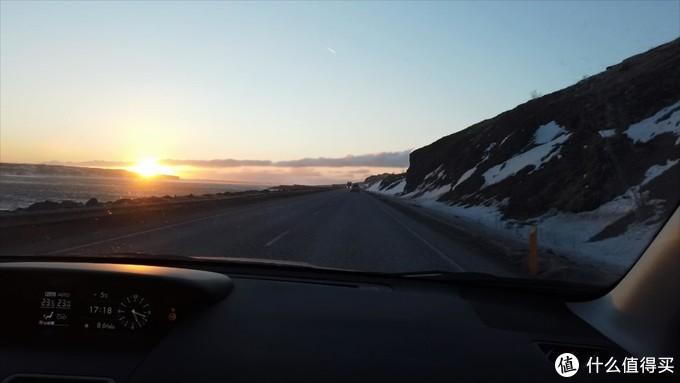 夕阳雪山和大海
