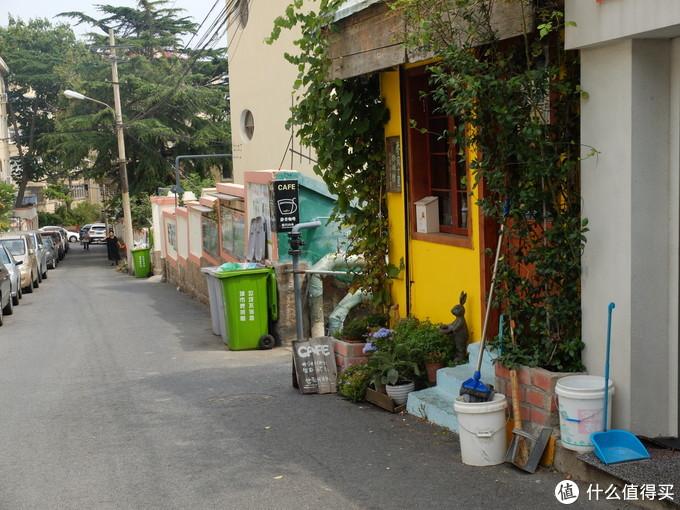 通往小鱼山公园门口的一家咖啡店,叫春风十里,环境和咖啡都特别棒