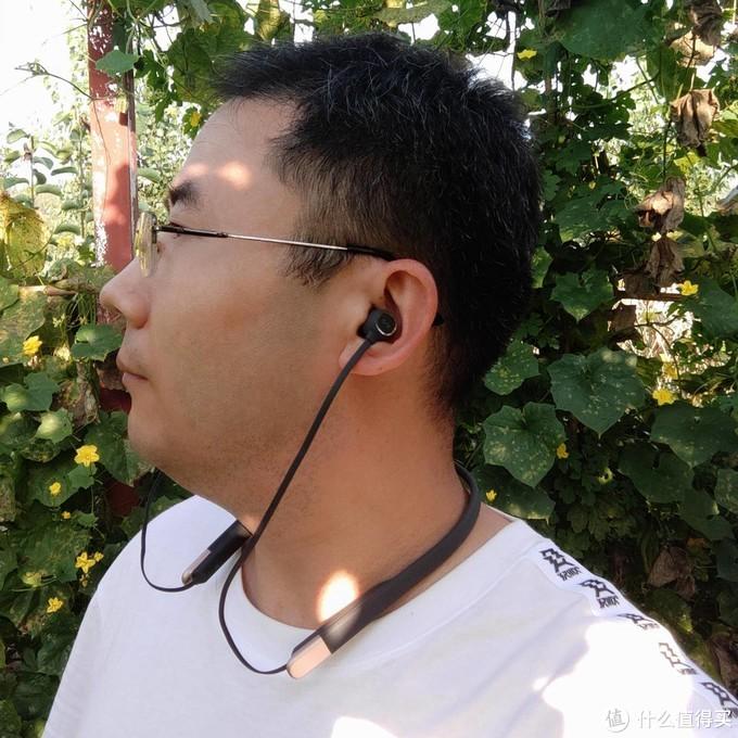 AUKEY颈挂式蓝牙耳机,亲肤质感操控便捷