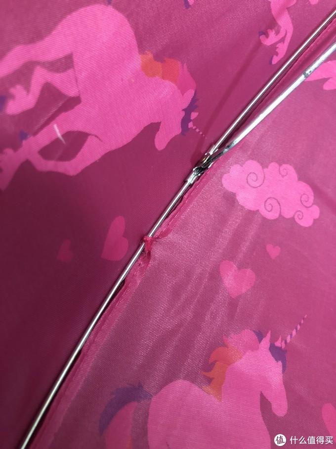 一把来自Hatley袖珍可爱的儿童雨伞