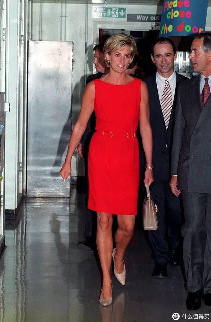 会穿的人那么多,为什么只有她才是永恒的时尚 Icon?