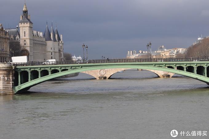 """浪漫又""""冻""""人:巴黎冬天溜冰之巴黎市政厅冰场"""