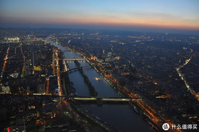 以埃菲尔铁塔视角看巴黎:由白昼至入夜