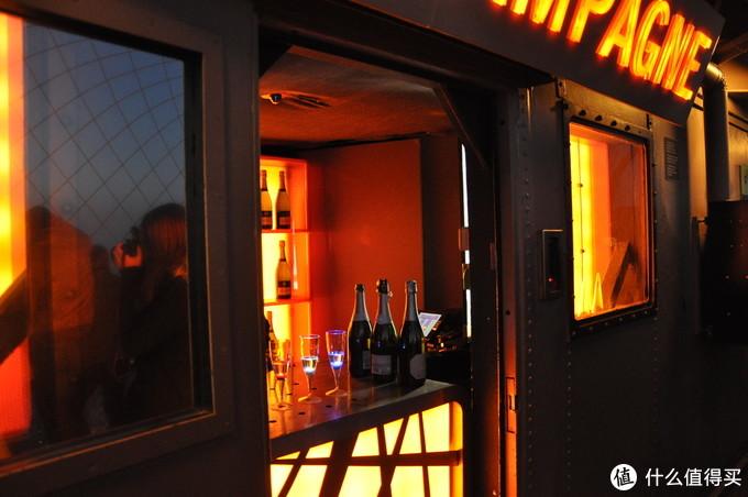 铁塔里的香槟屋