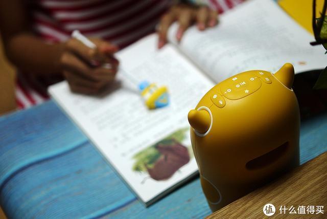 站立的小巨人-牛听听读书牛:会听会看还会读绘本,陪伴孩子好帮手!