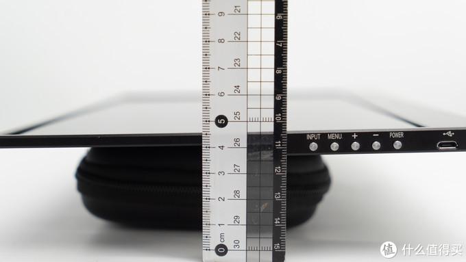 对于便携来说这个重量和尺寸不错