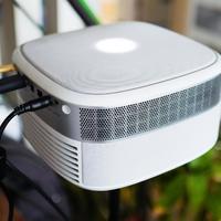 坚果J9投影设备细节图片(尺寸|摄像头|散热口|焦距调节环|接口)
