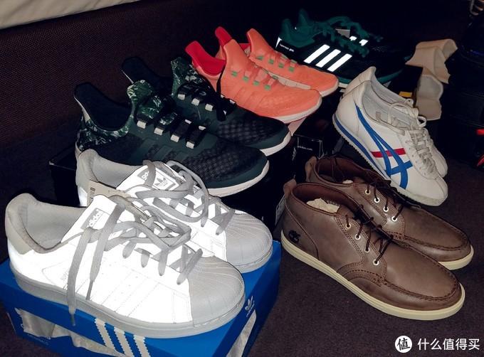 荧光色贝壳鞋,那时的当季新款。