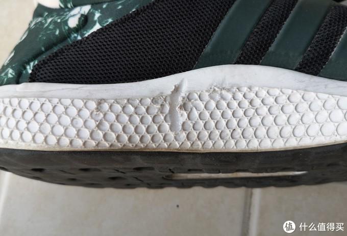 BOUNCE鞋底,非常有弹性的EVA材料,后跟磨损严重。