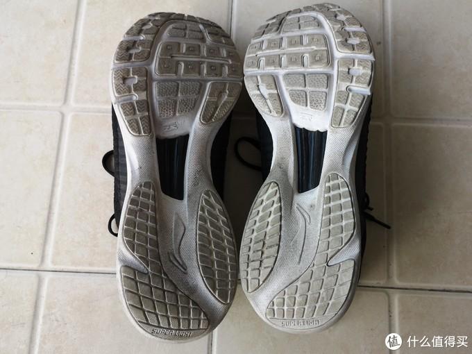 鞋底用的是超轻EVA。