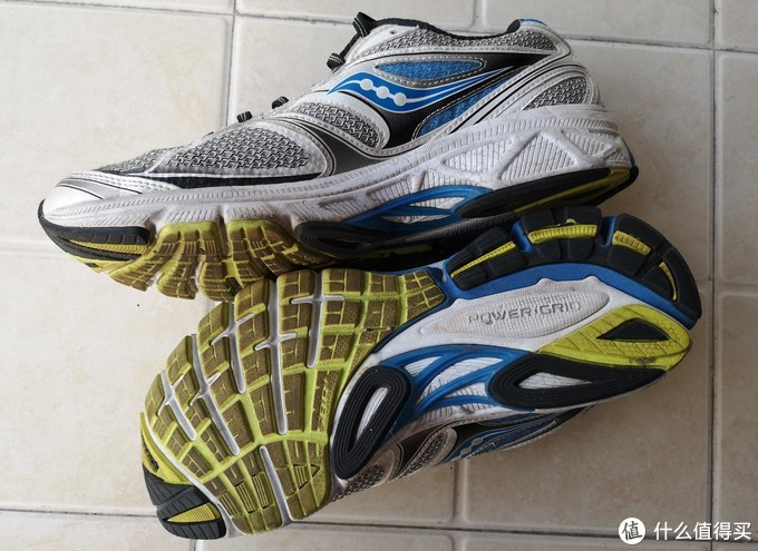 鞋底采用power grid技术。