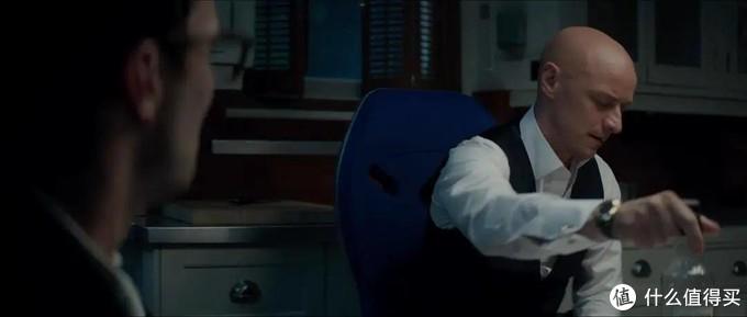 图为野兽正在叱责X博士,并且勒令他认错道歉。