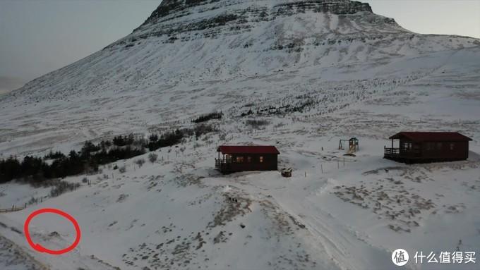 第二天无人机拍摄的,房子位于草帽山上,红圈处就是我们陷车的地方,左侧就是悬崖