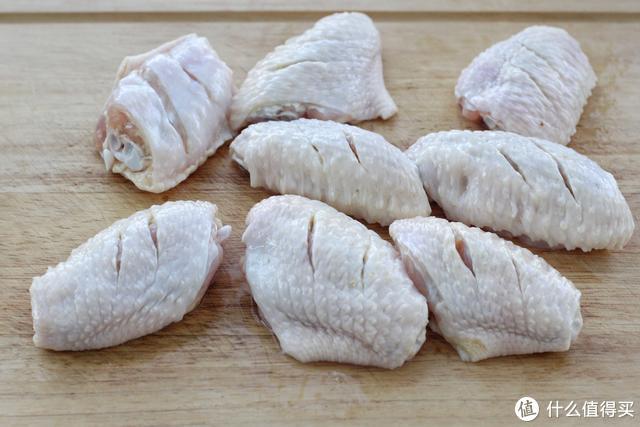 鸡翅别用可乐了,不焯水不油炸,色泽红润、肉质鲜嫩,孩子的最爱