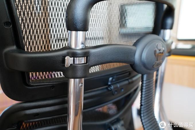 后腰靠调节,也是这款椅子的核心亮点
