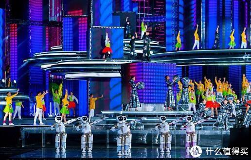 春晚机器人优必选Walker与演员同台表演(2019)