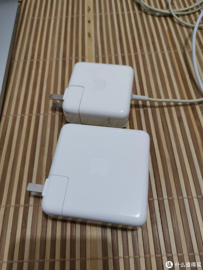 87W的充电器的大小也不是盖的,比AIR的大了1倍,出门携带的重量继续增加!