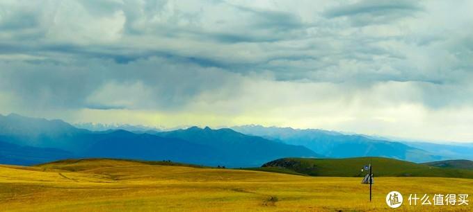 上山就是阴天,远处还在下雨,外套还放在车上没拿,气温真的有点低