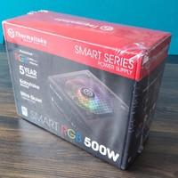 曜越Smart RGB 500W 台式机电源外观展示(风扇|接口|按钮|铭牌)