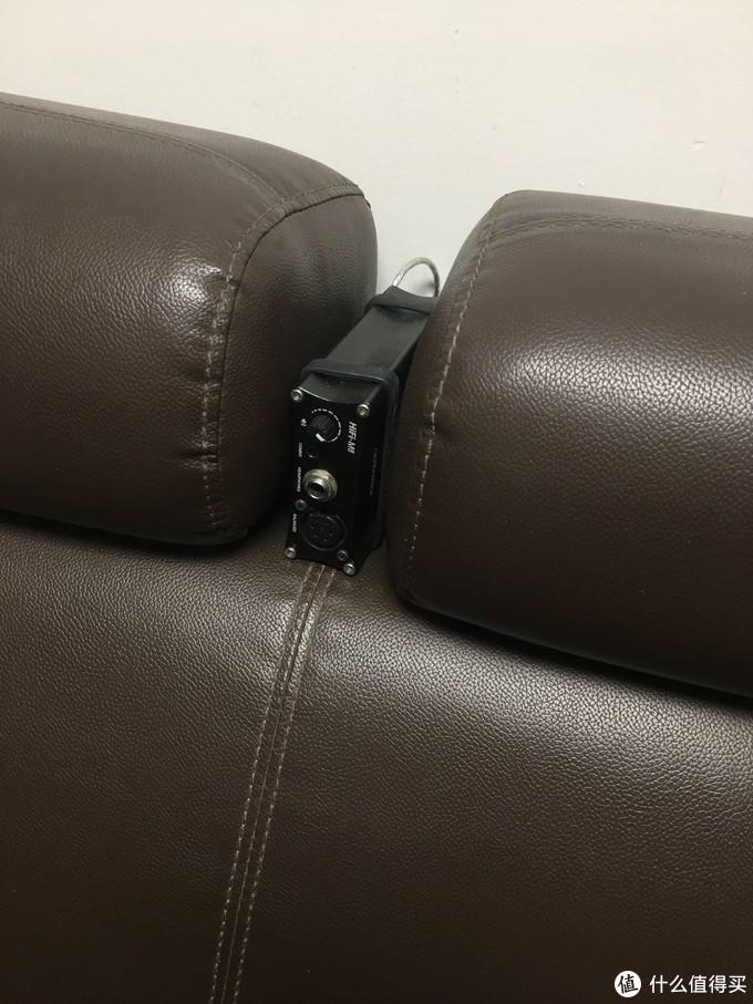 头枕间放了个解码耳放,连接到电视盒子