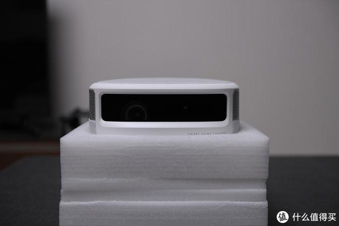 刷新4000元价位1080P投影性价比—坚果J9智能投影新旗舰