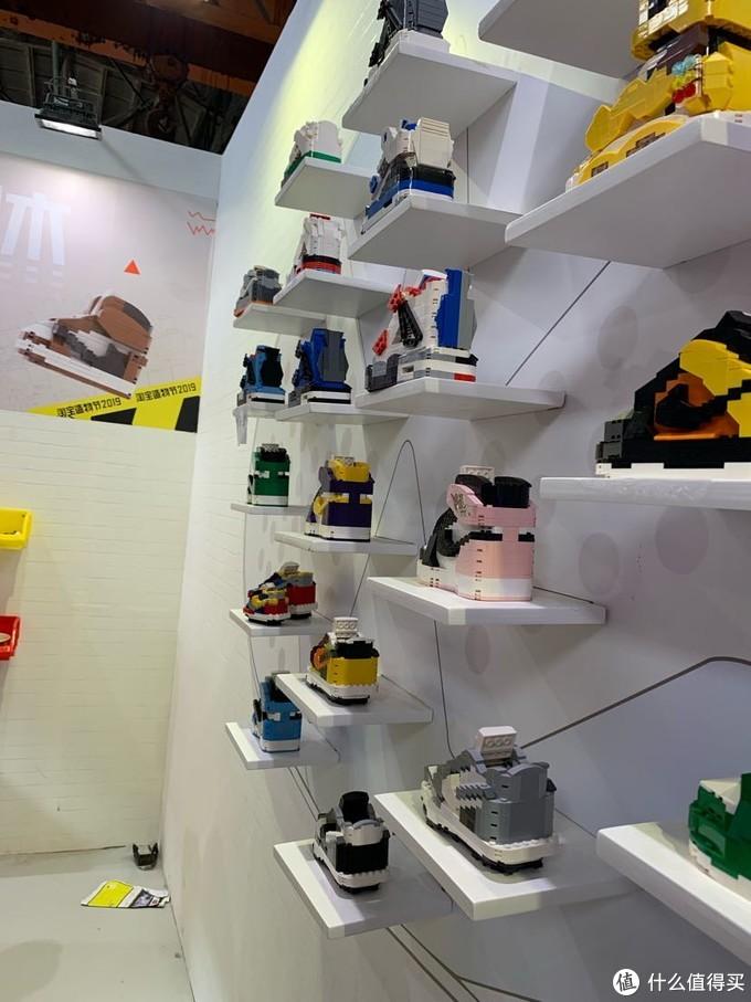 类似于乐高积木拼的球鞋一个基本上在180左右感觉还是有的贵啊!