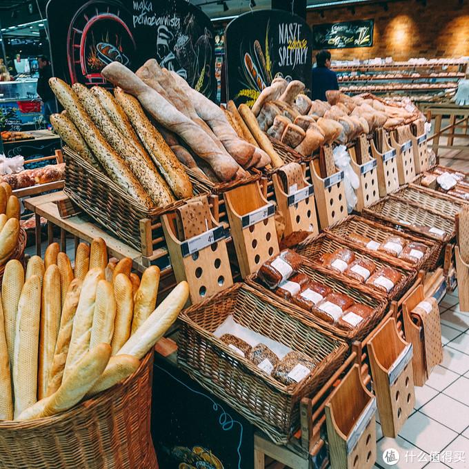 各种面包,就像中国的各种面食馒头一眼,从最便宜的不到1rmb到十几块钱的都有