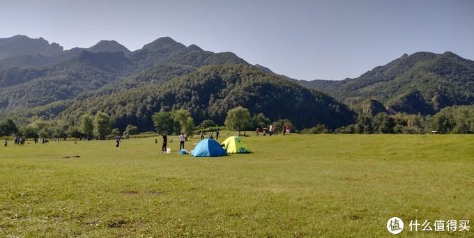 这两个帐篷昨天晚上就住在这里