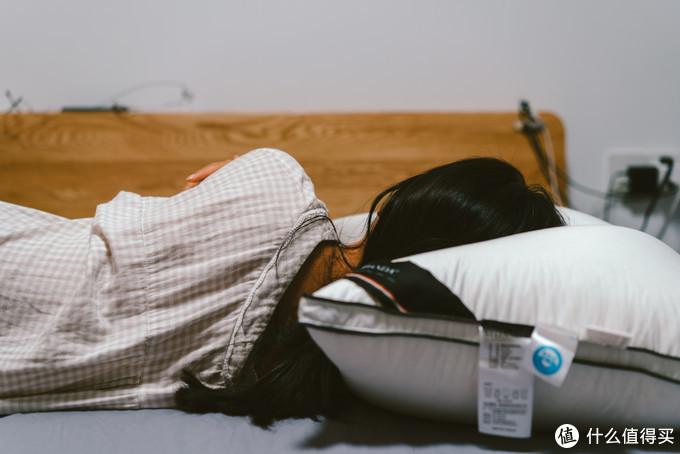 在研究并尝试了诸多枕头之后,我终于把坑爹的乳胶枕给丢进了垃圾桶