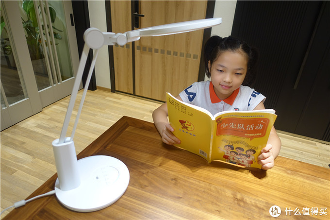 保护孩子眼睛,从台灯做起,孩视宝VL235B护眼台灯体验